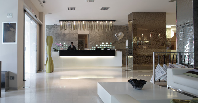 Valenti contract arredamento hotel hall reception for Arredamento hotel